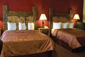 Three Bear Lodge and Hotel