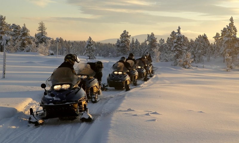 Snowmobiling Tour West Yellowstone