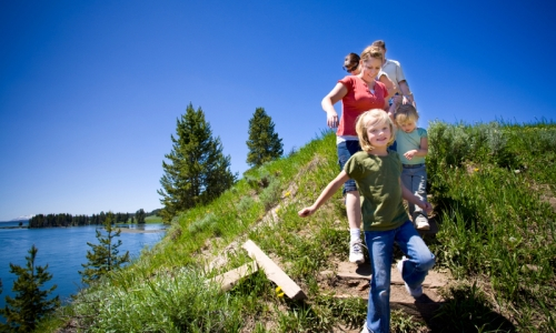 http://cdn.westyellowstonenet.com/images/content/4785_dxNRF_Family_Hiking_in_Yellowstone_Park_md.jpg